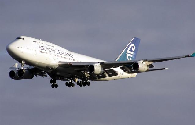 Air New Zealand Boeing 747-400 landing at London's Heathrow Airport