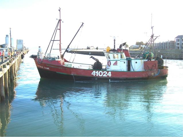 Fishing Boat in Gisborne Harbour - Port of Gisborne